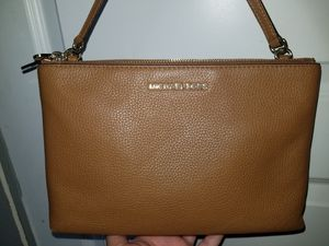 Micheal Kors crossbody purse for Sale in Houston, TX