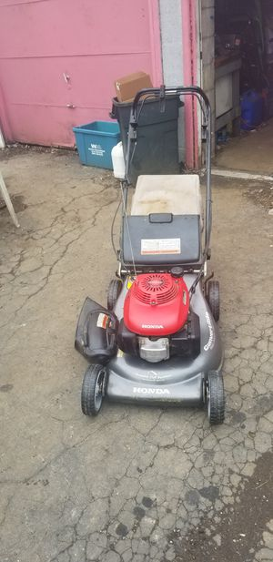 Honda hrt216tda self propelled lawn mower for Sale in Columbus, OH
