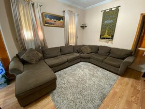Large Brown Sectional Couch Raymour and Flanigan for Sale in Brooklyn, NY