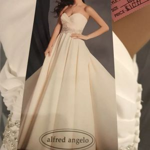 Size 16 Unaltered Wedding Dress. for Sale in Redwood City, CA