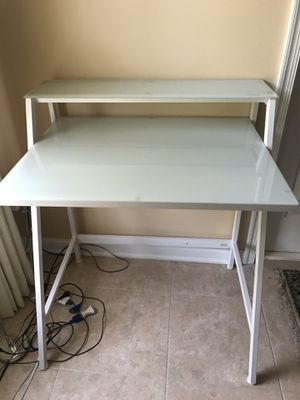 Compact glass top computer desk for Sale in Clarksville, MD