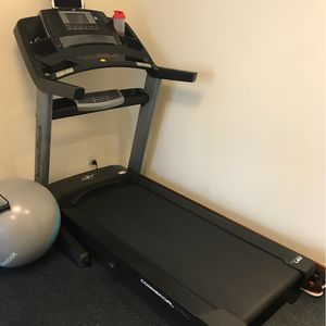 Electric treadmill with monitor for Sale in Fayetteville, GA