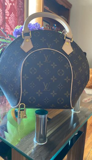 Louis Vuitton purse for Sale in Adelphi, MD