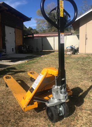 Pallet jack 5500 lbs for Sale in San Bernardino, CA
