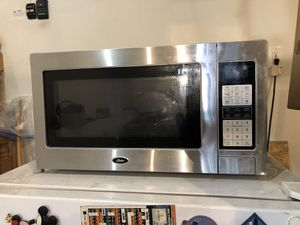 1100 WATTS Oster microwave for Sale in Aspen Hill, MD