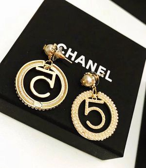 CC NO.5 Fashion Earring for Sale in Alhambra, CA