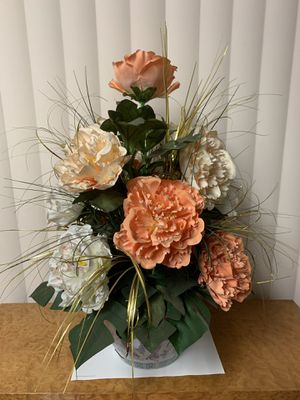"Silk flower arrangement w/10""ceramic pot for Sale in Monterey Park, CA"