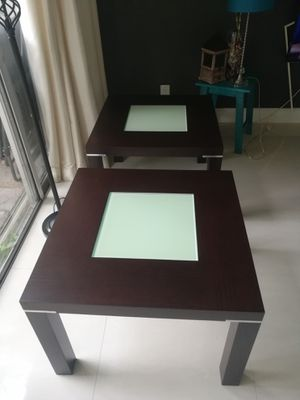 2 side end tables wood and glass. 2 mesas de sala de madera y vidrio for Sale in Hialeah, FL