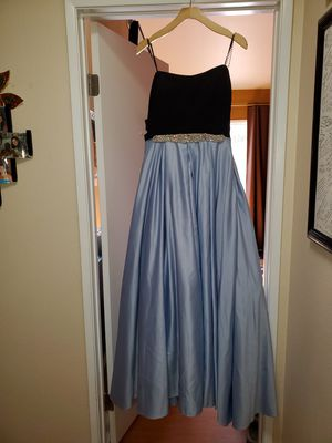 Prom dress for Sale in Apple Valley, CA