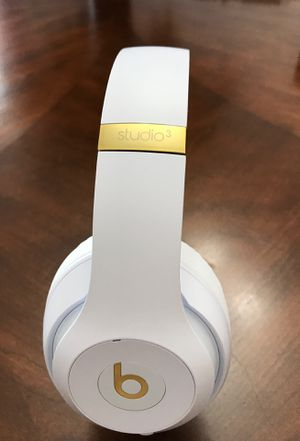 Beats studio 3 wireless for Sale in Harrisonburg, VA
