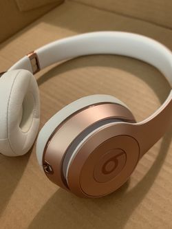 ROSE GOLD BEATS SOLO 3 WIRELESS for Sale in San Angelo,  TX