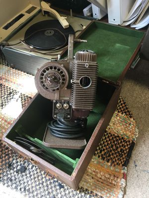 Vintage Revere Model 85 8mm film projector for Sale in Lakewood, CA