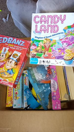 Box of kids games and puzzles, 10+ items for Sale in Perris, CA