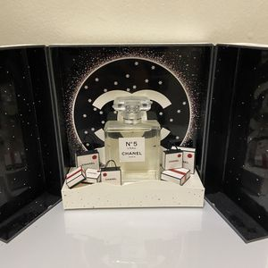CHANEL / Christmas coffret for Sale in Hawthorne, CA