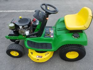 TRACTOR JOHN DEERE LT155 for Sale in Chicago, IL