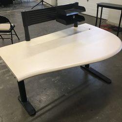 Desk for Sale in Gaston,  OR