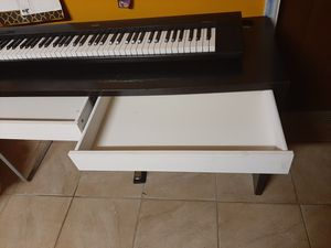 Np30 piano 76 keys piano with desk.. for Sale in Kissimmee, FL
