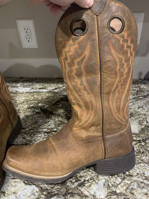 LIKE NEW (Worn twice) Men's Ariat boots. Size 10.5 for Sale in Lexington, KY