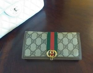Authentic Gucci wallet for Sale in TEMPLE TERR, FL