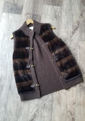 Michael Kors brown and gold clip vest. Faux fur in excellent condition! Very beautiful and soft! Woman's small size for Sale in Marysville, WA