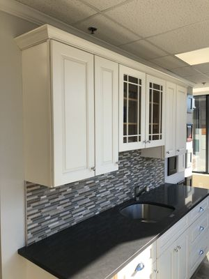 JSI Cabinets Yarmouth door style for Sale in Weymouth, MA