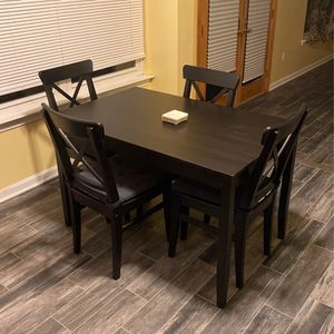 Wooden Dining Table (available Starting Friday, 11/27) for Sale in Waldorf, MD