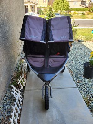 BOB Revolution SE Duallie Double Stroller for Sale in Perris, CA