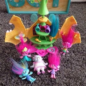 The Trolls Dolls & Lil Playset for Sale in Orange, CA