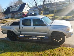 2007 toyota tacoma long bed 222.000 miles for Sale in Houston, TX
