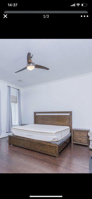 King size four piece bedroom set for Sale in North Bergen, NJ