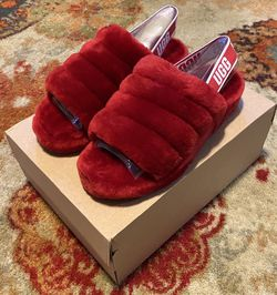 Ugg Fluff Yeah Slide Red Sz 8W for Sale in Hainesport,  NJ