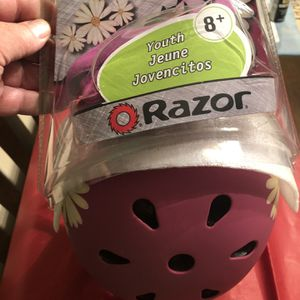 Youth Razor Helmet 8 Years + for Sale in Fountain Valley, CA