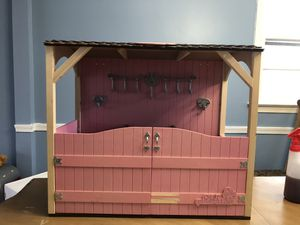 Horse stable. For 18' dolls. for Sale in Fort Washington, MD