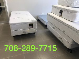 ORTHOPEDIC PILLOWTOP MAATRESS AND BOXSPRING for Sale in Bolingbrook, IL