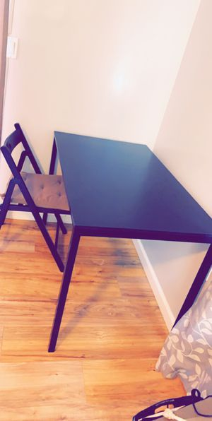 Cute kitchen table or desk with 4 chairs included for Sale in San Diego, CA