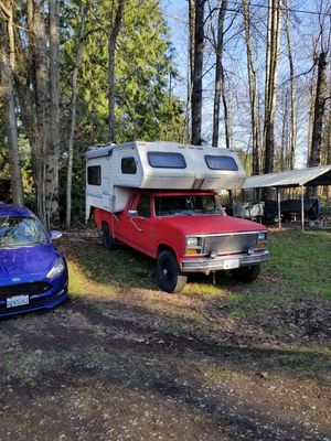1988 truck camper. Fits on the back of f250. for Sale in Everett, WA