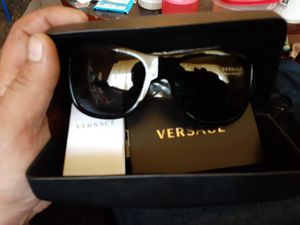 Versace 4275 polarized sunglasses-New never worn for Sale in Flintstone, GA