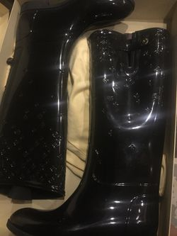 Louis Vuitton drop flat boot size 41 authentic for Sale in Durham,  NC