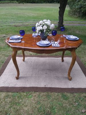 Elegant formal dining room table - delivery available for Sale in Poulsbo, WA