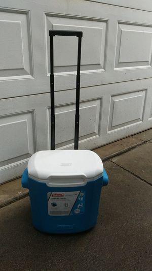 Coleman wheeled cooler 16 quart for Sale in Pico Rivera, CA