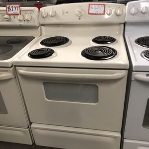 GE COILS ELECTRIC STOVE IN EXCELLENT CONDITION for Sale in Baltimore, MD