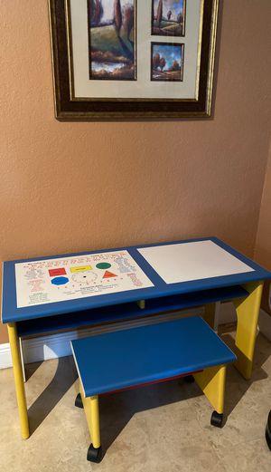 Used kids desk (Great Pre-K- 1st Grade) for Sale in Miami, FL