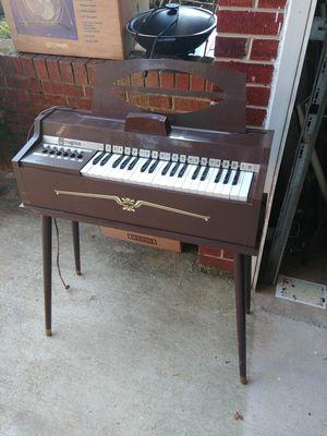 Magnus Organ vintage keyboard for Sale in Ashton-Sandy Spring, MD