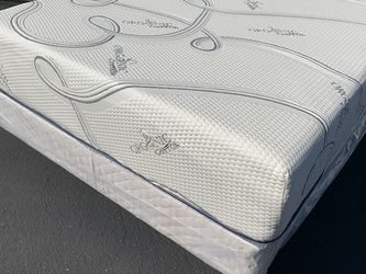 New Full Size Cooling Gel Hybrid Memory Foam Mattress ! for Sale in Jurupa Valley,  CA