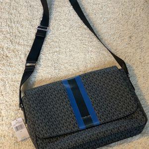 Michael Kors Crossbody Laptop Bag for Sale in Pataskala, OH