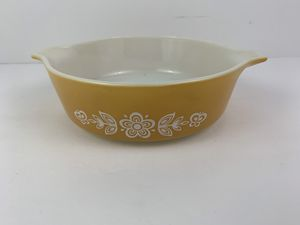Vintage PYREX 471 BUTTERFLY GOLD Cinderella Casserole Dish for Sale in Elgin, IL