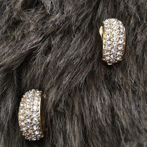 Vintage 80s Roman rhinestone covered clip earrings for Sale in Henderson, NV