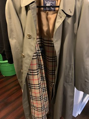 Burberry men trench coat for Sale in Chicago, IL