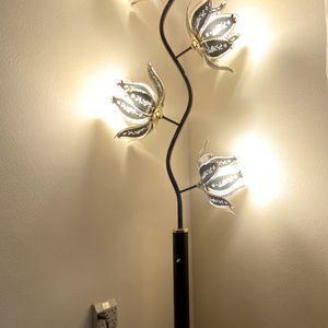 Beautiful Floor Lamp for Sale in Graham, WA