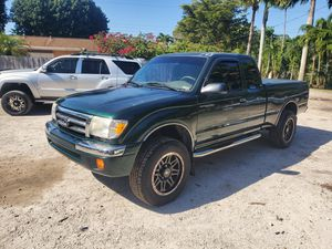 2000 toyota tacoma prerunner 4 cilindros 2.7 en buen estado a/c bueno, radio pioneer amplificador kengood de 2000 watts y bosina mmats for Sale in Lake Worth, FL